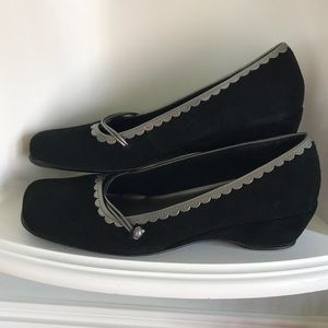 Naturalizer Black and Grey Suede Wedges SZ 9.5